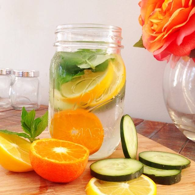 Lose Weight Drinking Water With Lime And Oranges